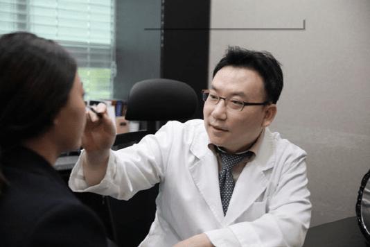 Dr. Yoon Gyeong Hoon from Yeonsei Lamichou Clinics